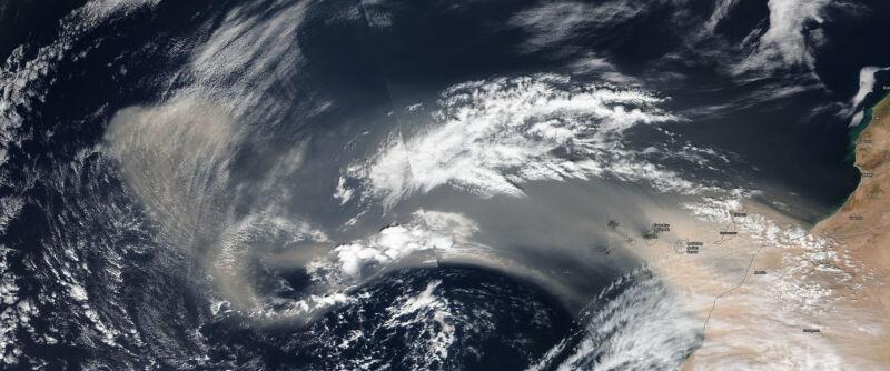 Pył znad Sahary w dniu 23 lutego (NASA Worldview/MODIS)
